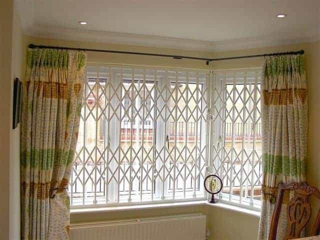 Retractable Window Grille 001